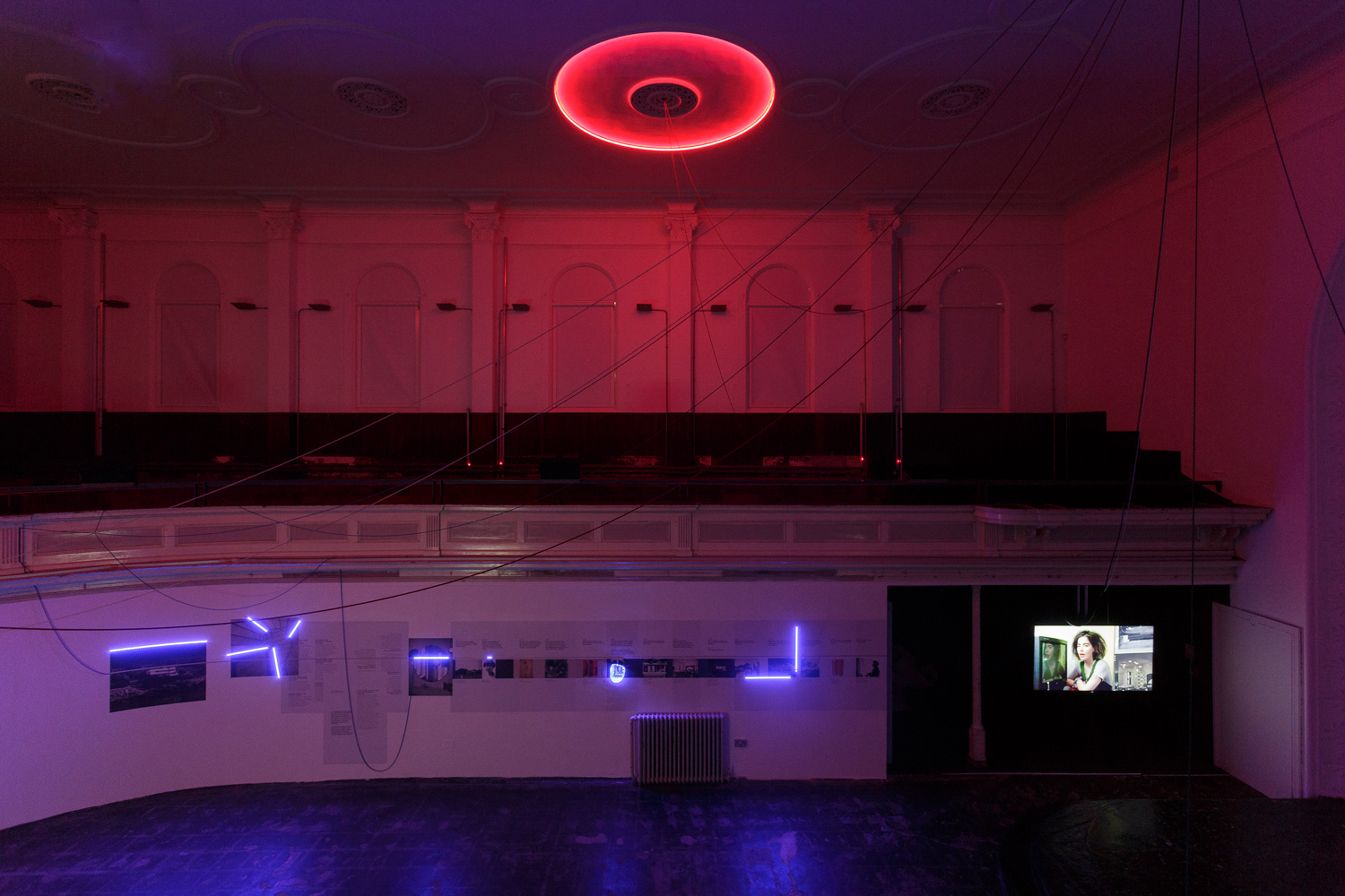 Haroon Mirza hrm199_The System, 2013, installation view, Tim Bowditch, Courtesy Zabludowicz Collection_Low Res-7017